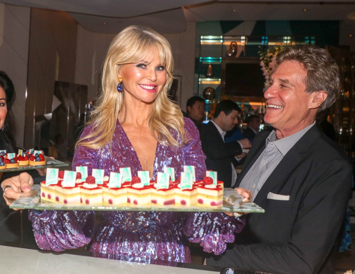 christie brinkley holding tray of cake