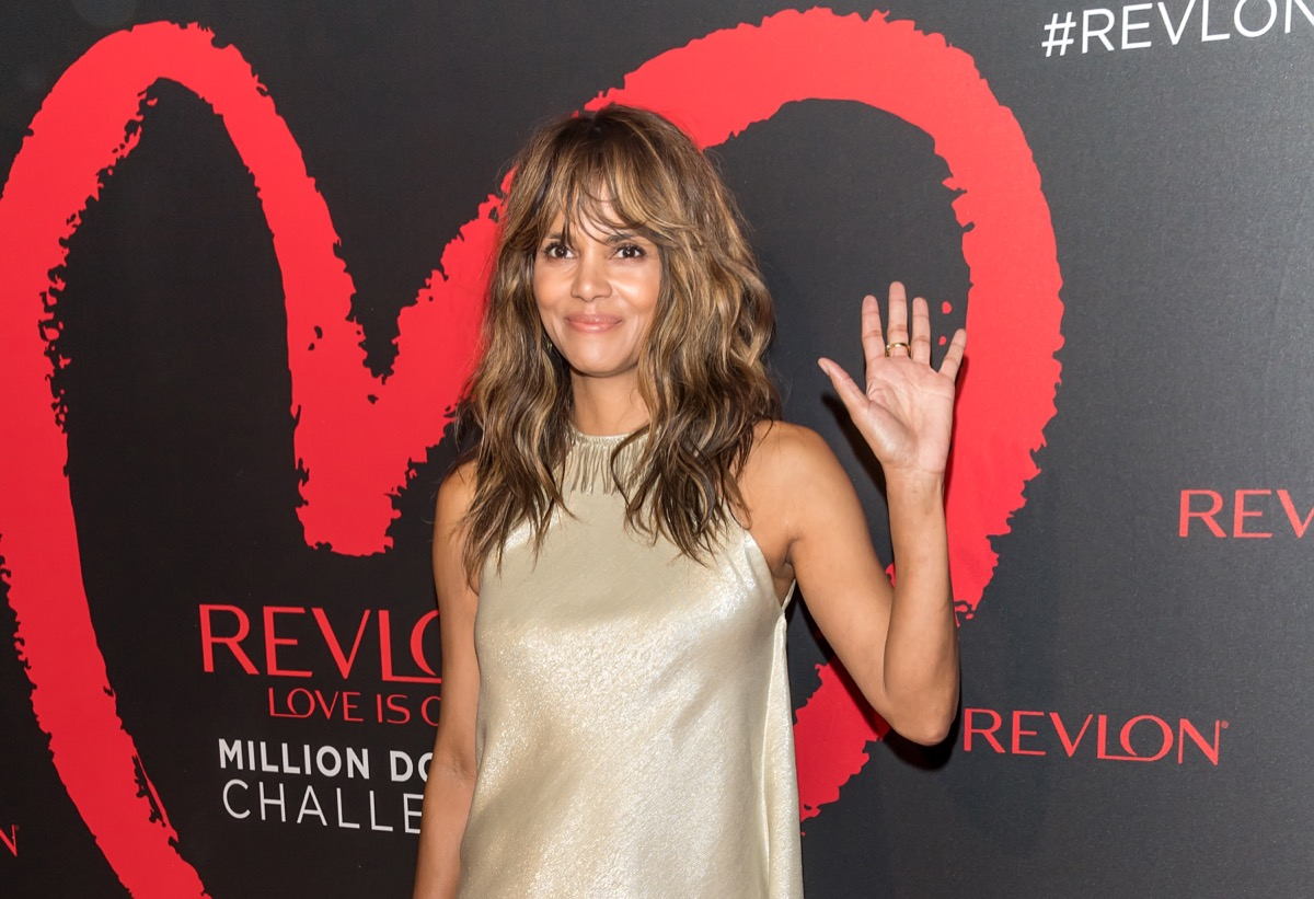 halle berry waving at red carpet event