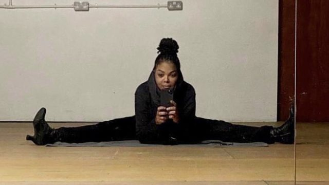 janet jackson doing split in black outfit