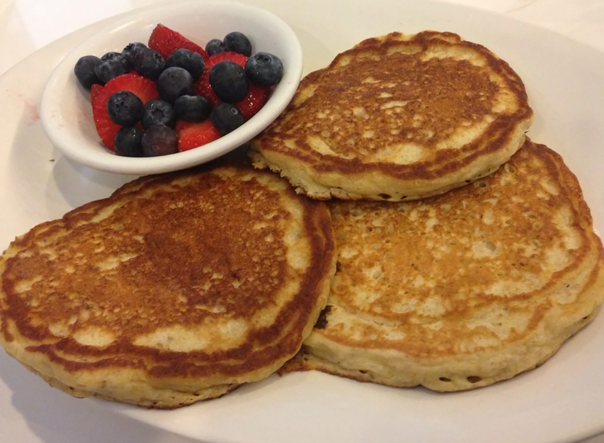 oatmeal pancakes with berries