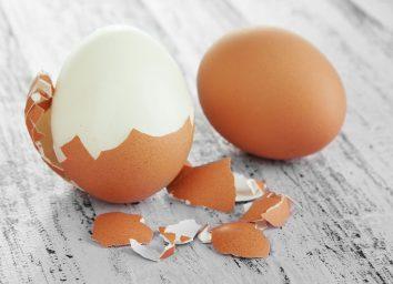 peeling egg