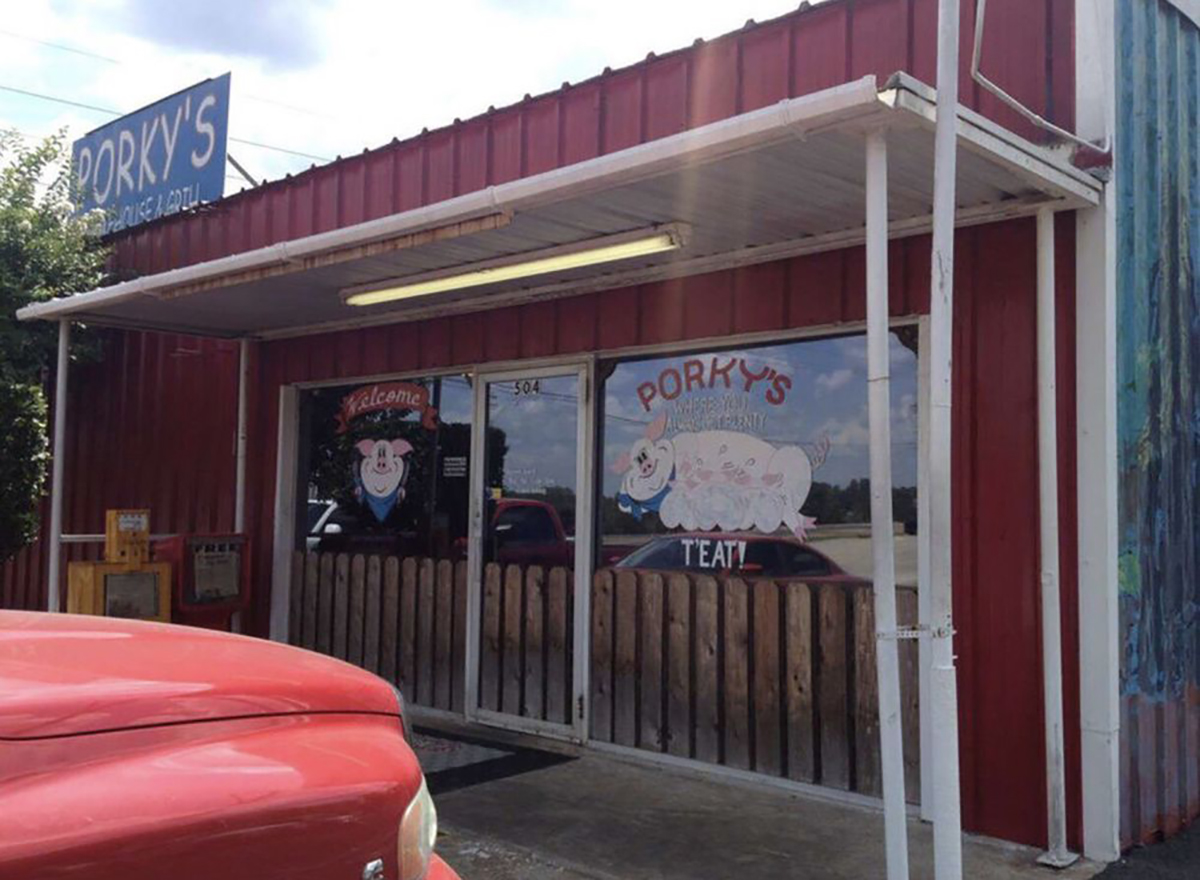 outside of porkys smokehouse in marshall