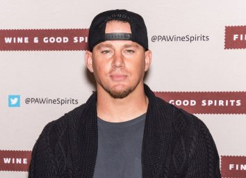channing tatum on red carpet in backwards hat