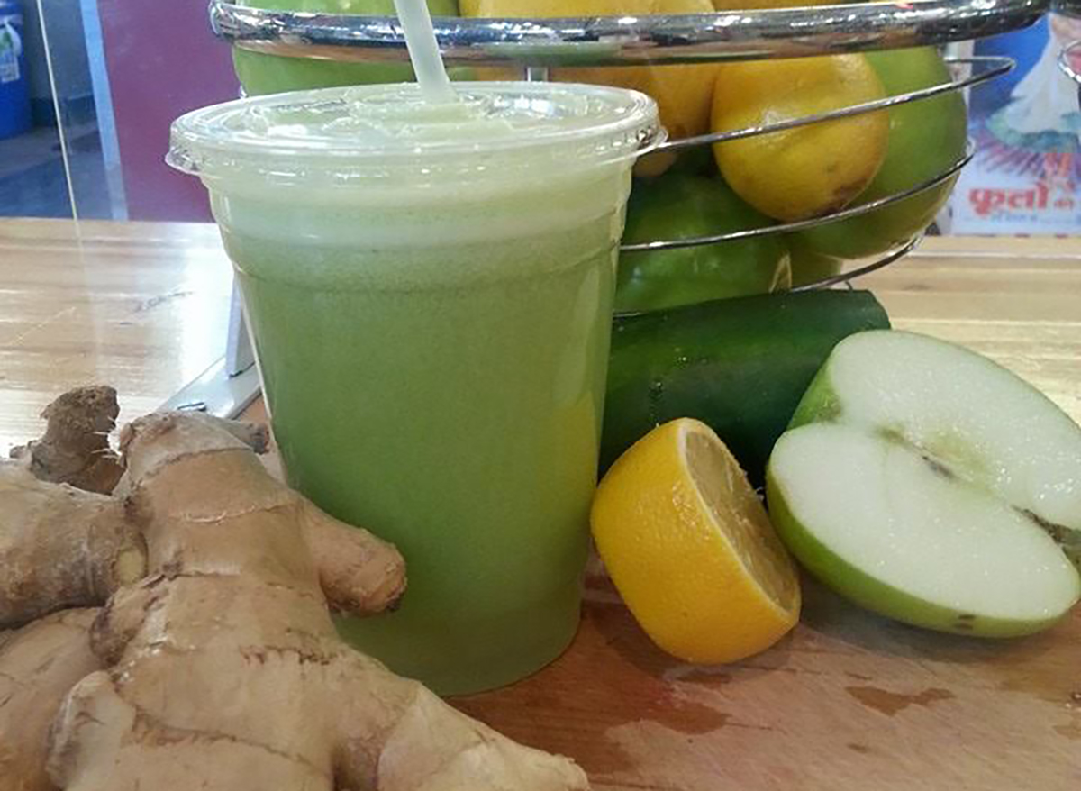 green smoothie with lemon and ginger