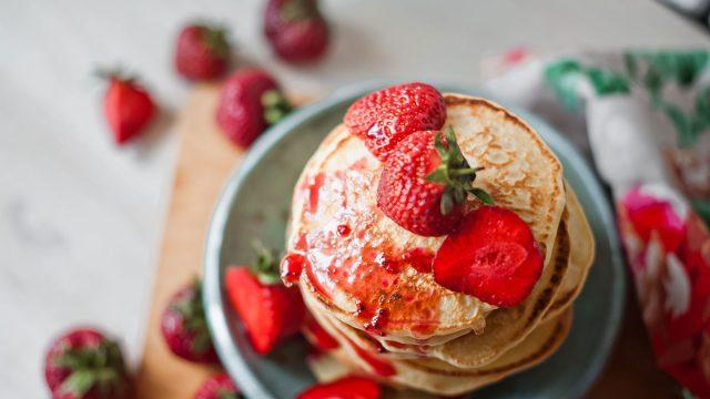 pancakes strawberries