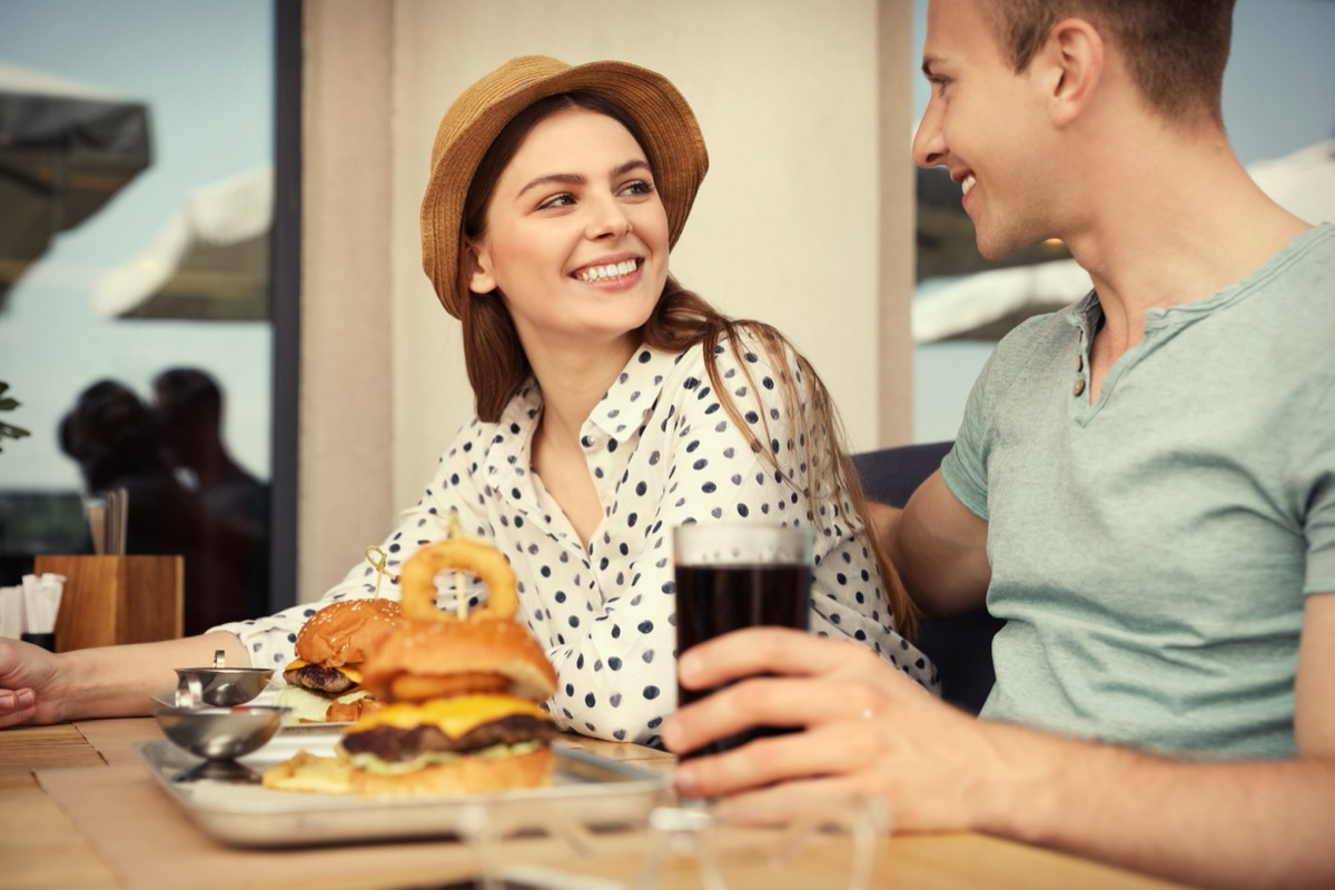 eating burgers on a date