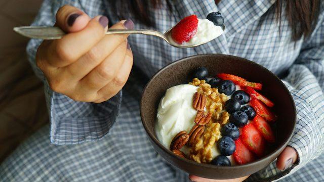 greek yogurt nuts berries