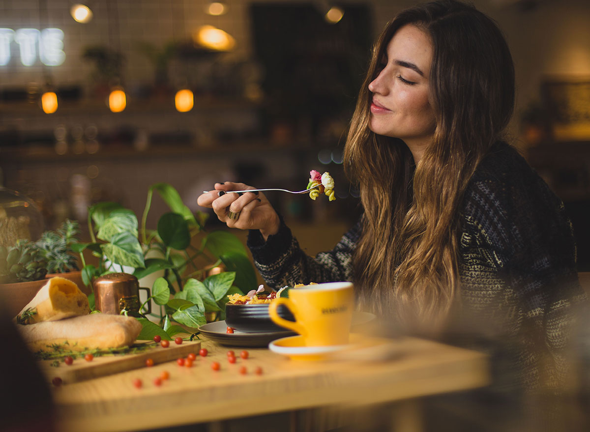 woman intuitive eating