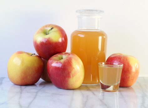 Ways Drinking Apple Cider Vinegar Can Help You Lose Weight, Say Dietitians