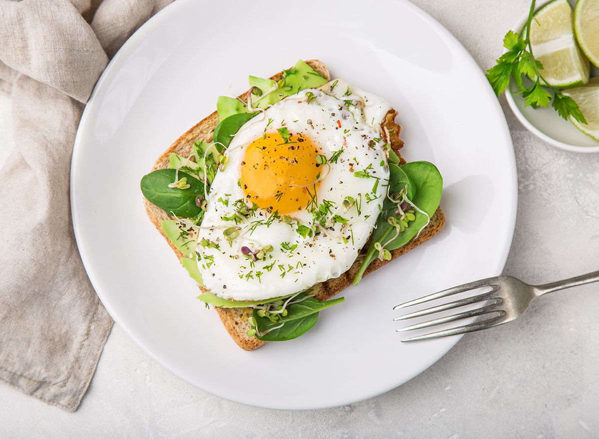 avocado toast egg