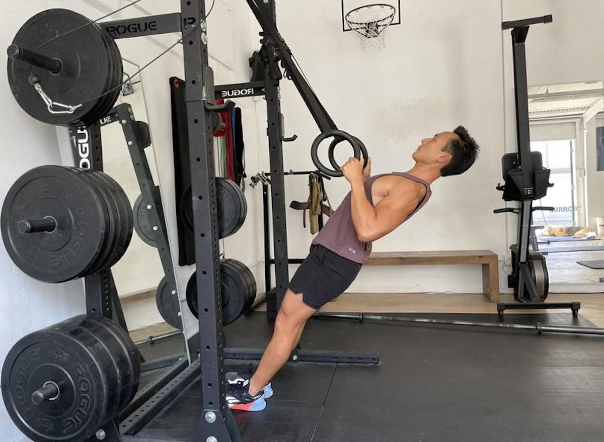 how-to-do-bodyweight-rows