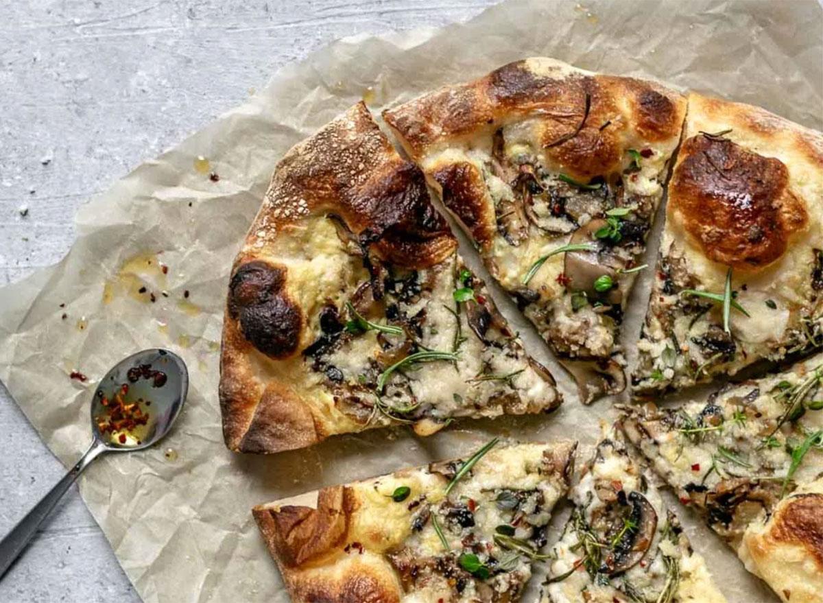 caramelized mushroom pizza