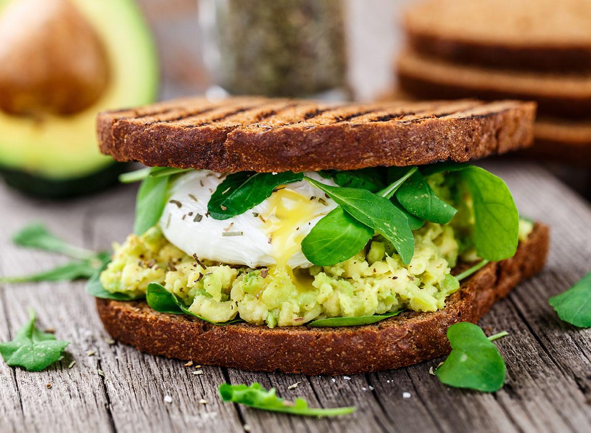 egg sandwich avocado
