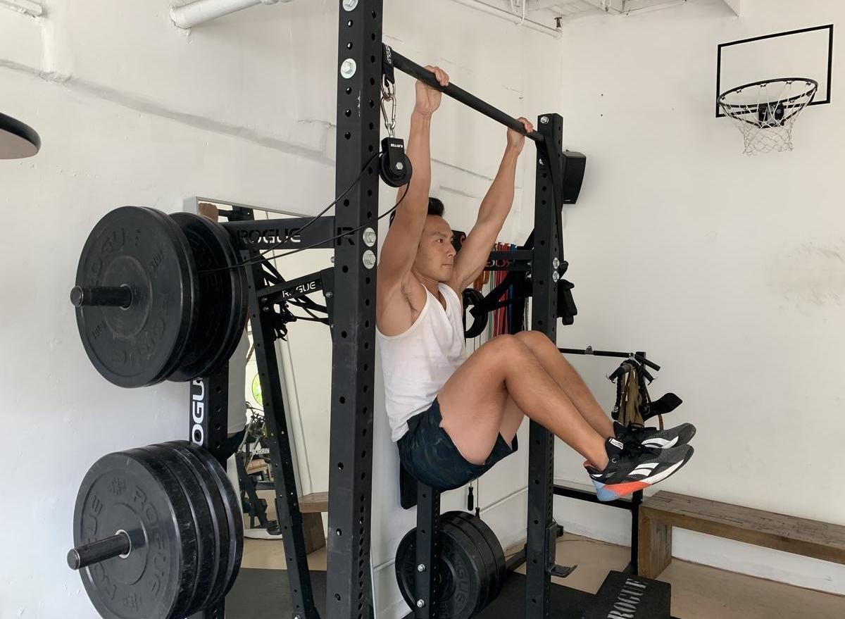 hanging-knee-raise
