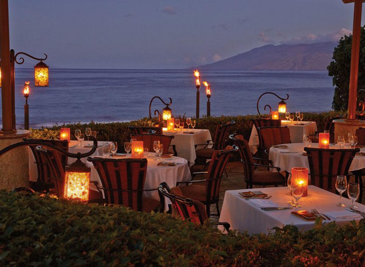 hawaii ferraros bar