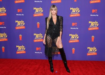 heidi klum in black outfit on red carpet
