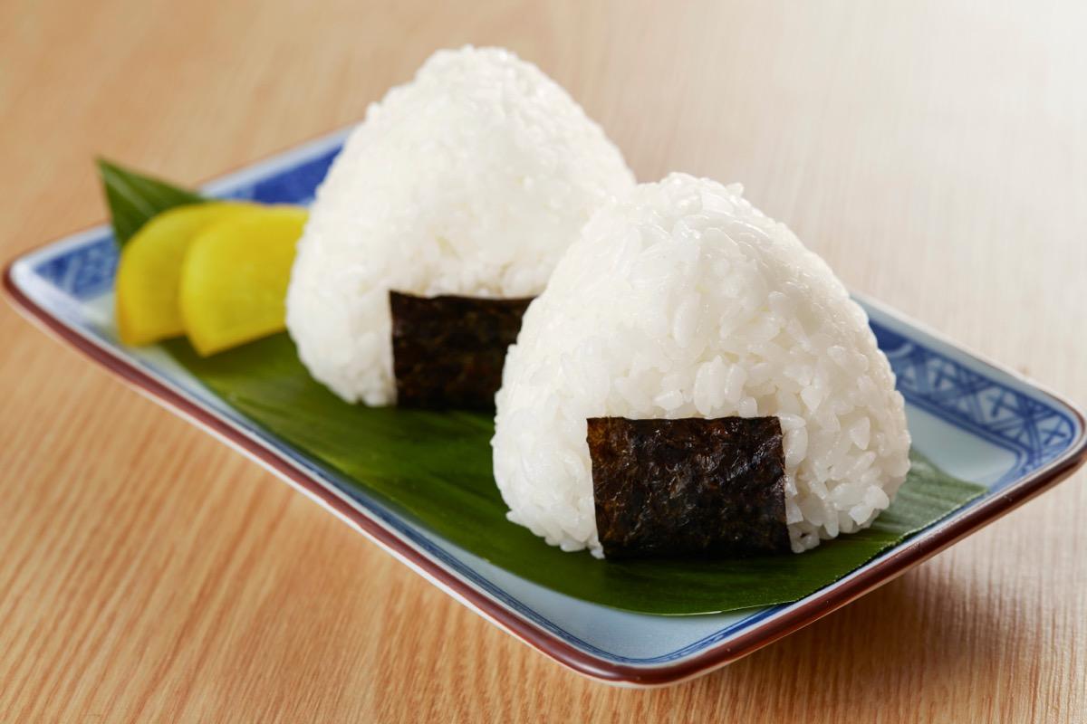 onigiri on green plate
