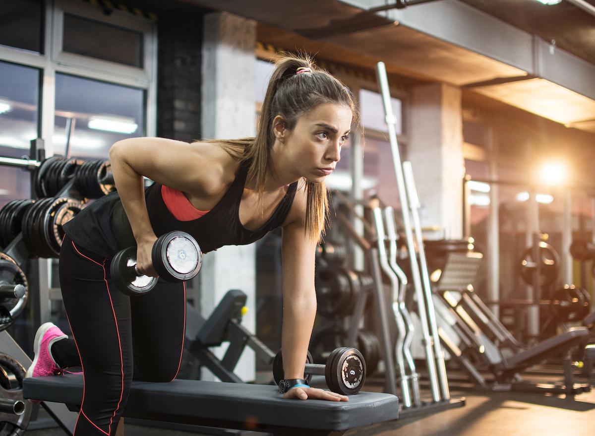 woman-lifting-heavy-dumbbells-renegade-rows