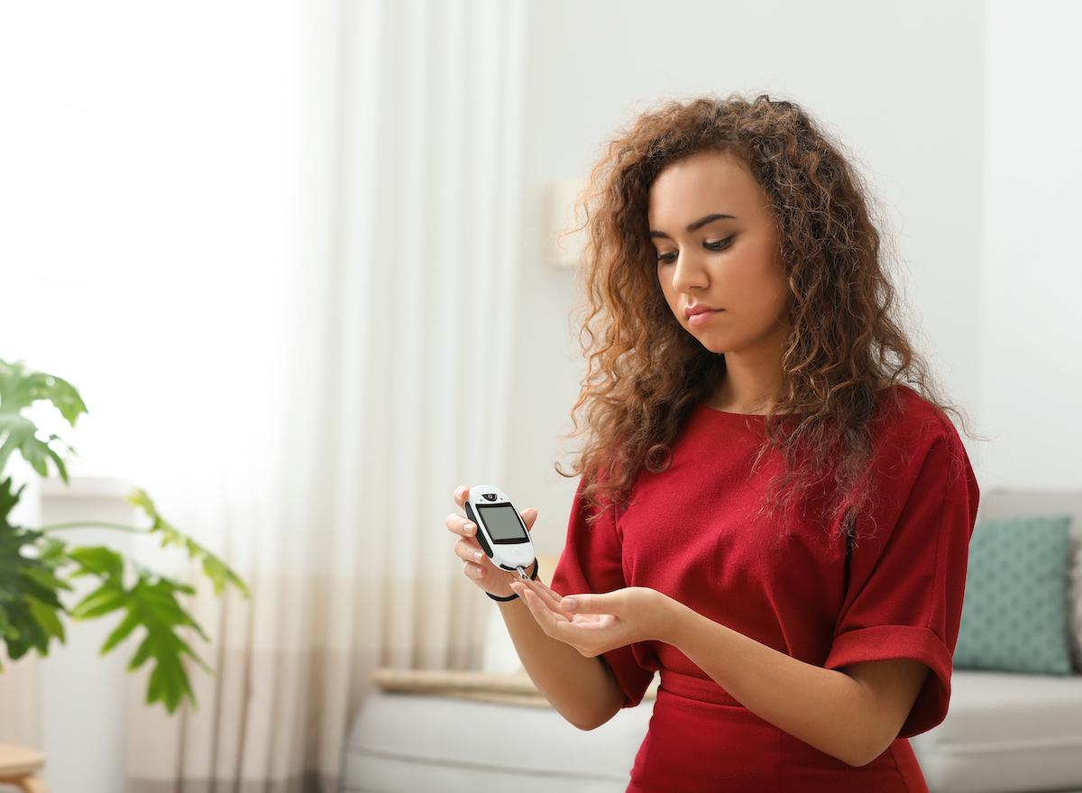 woman-measuring-blood-sugar-diabetes