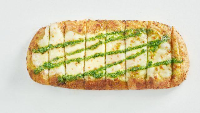 Blaze Pizza pesto garlic cheesy bread overhead