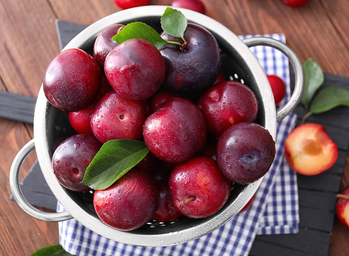 bowl plums