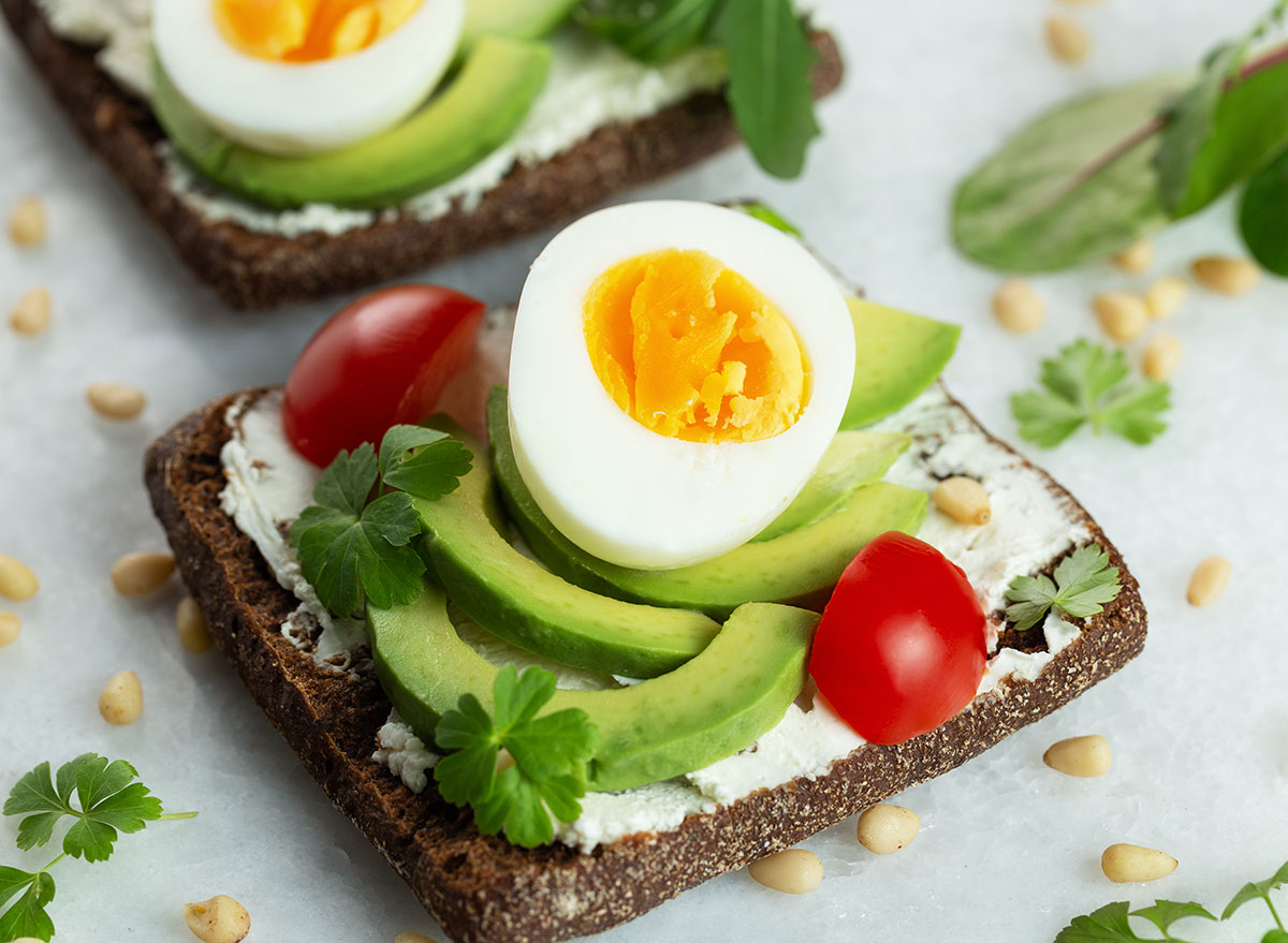 egg avocado sandwich