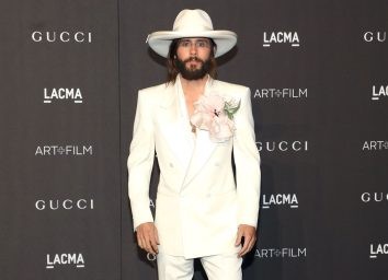 jared leto in white suit and cowboy hat on red carpet