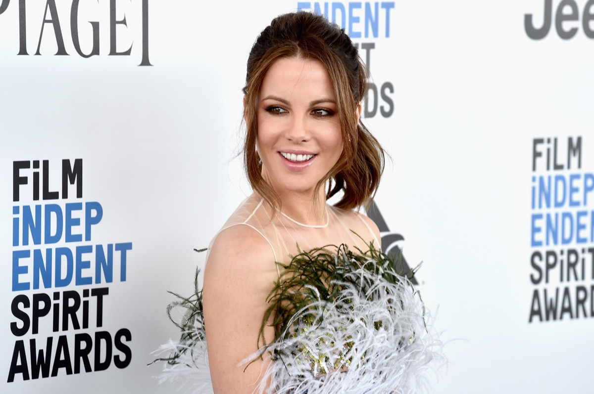 kate beckinsale in feather top on red carpet