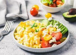 scrambled eggs cheese