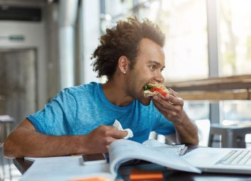 eating while studying