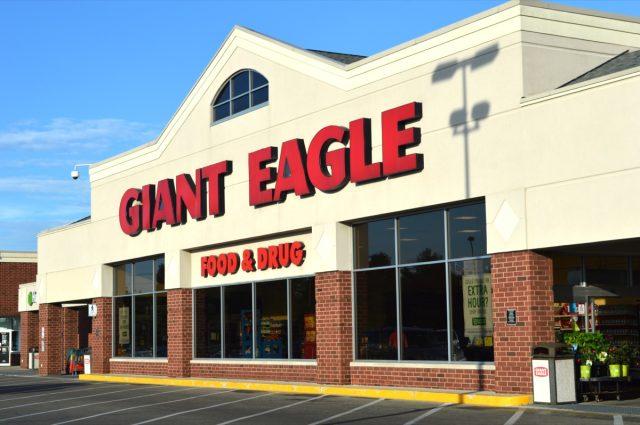 exterior shot of giant eagle supermarket during the daytime