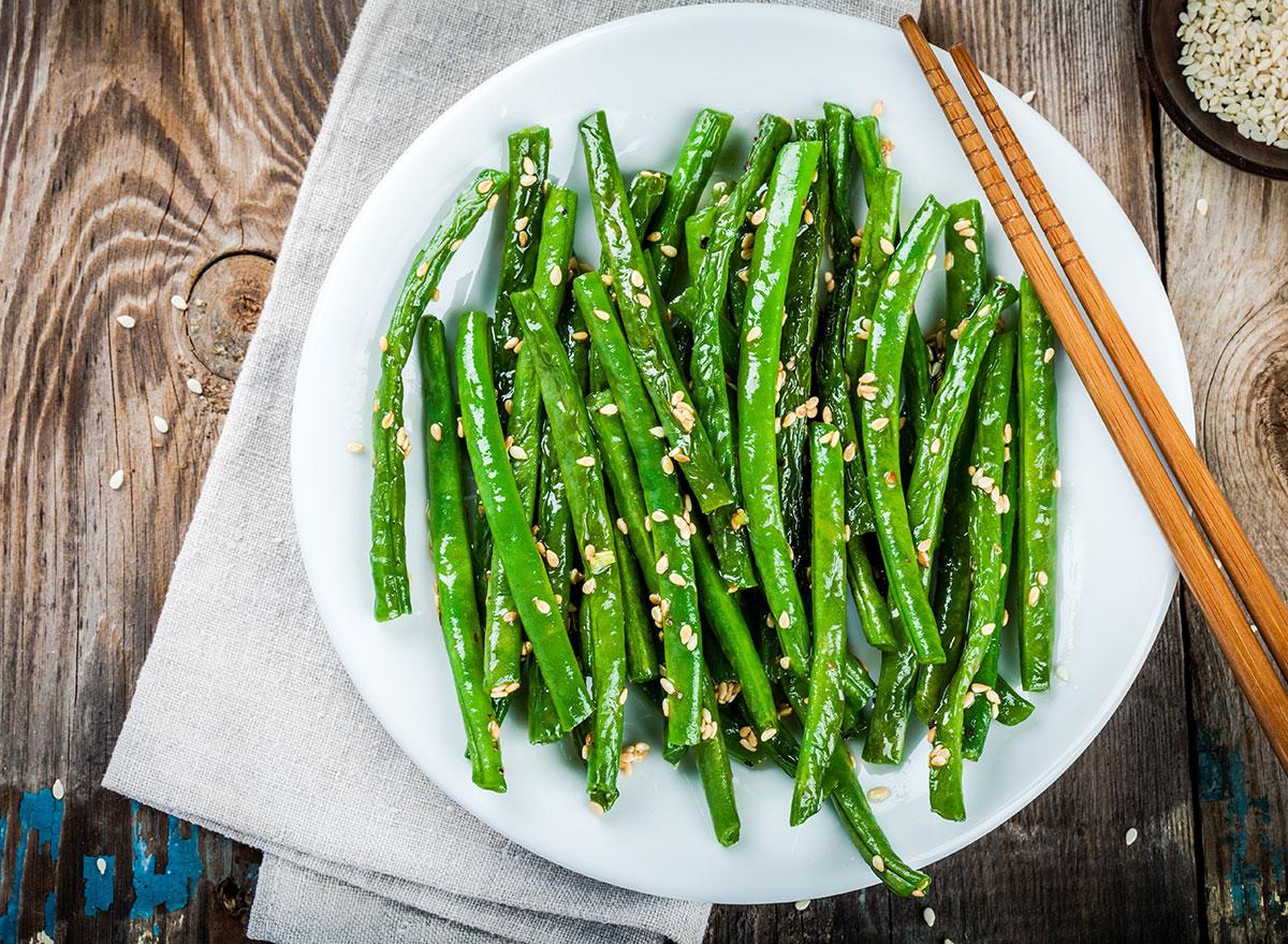 green beans white plate