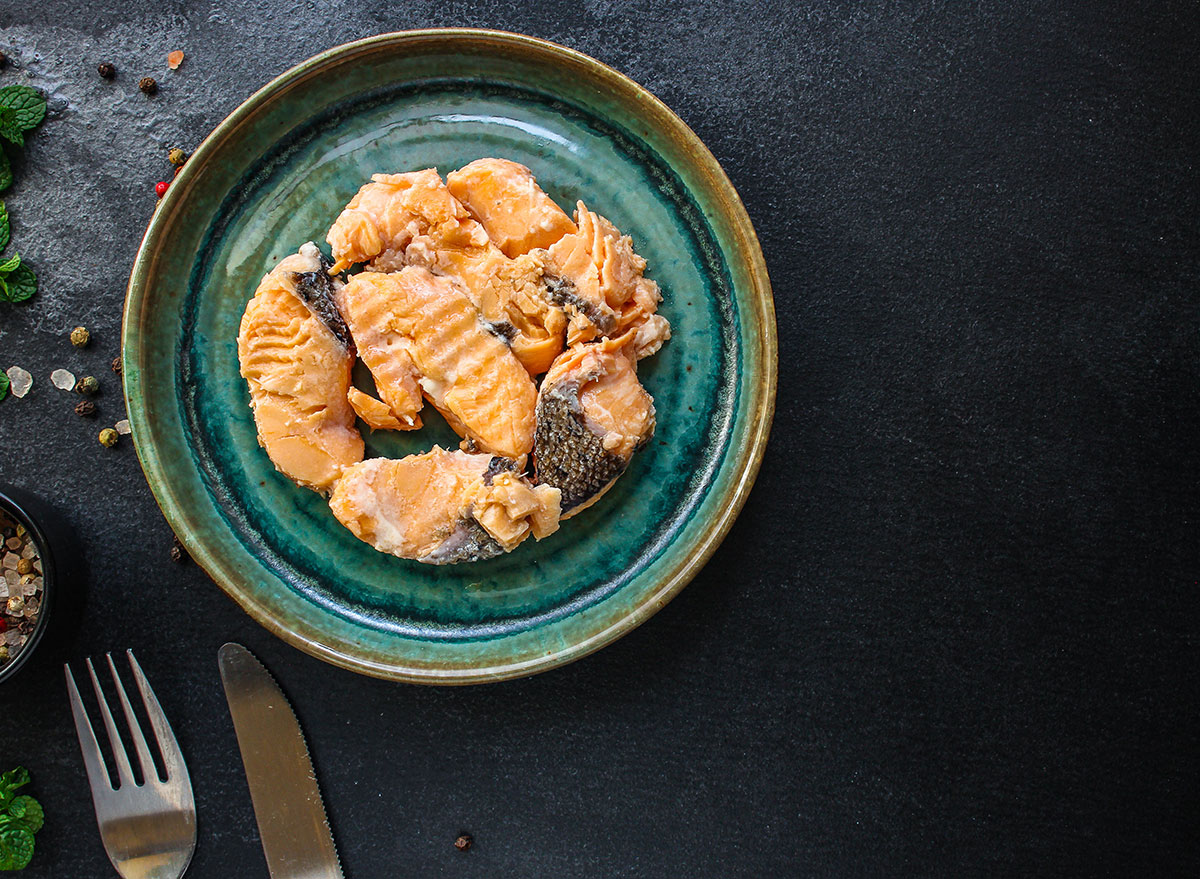 plate canned salmon