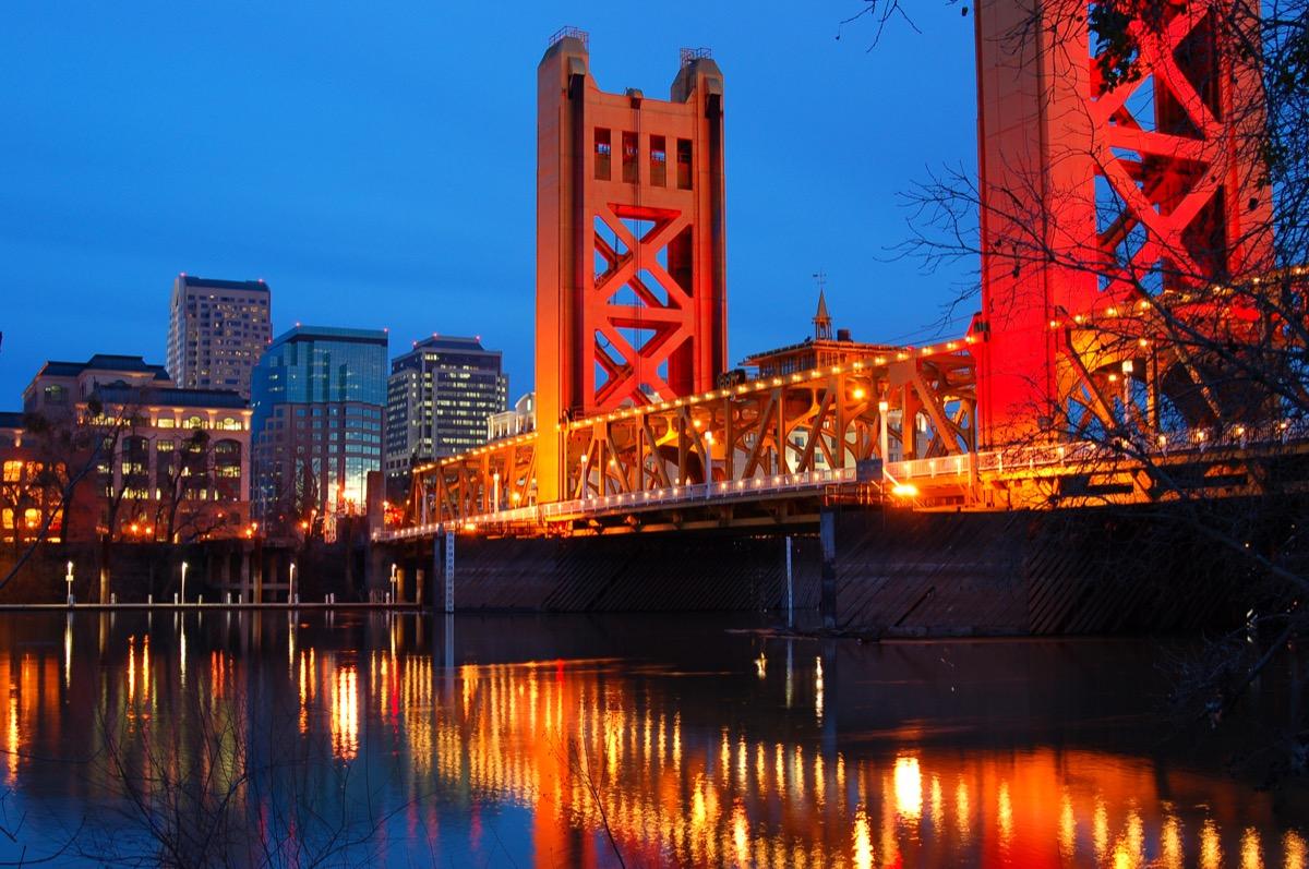 sacramento california skyline and tower bridge at night