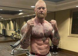 thor bjornsson shirtless in boxing pose