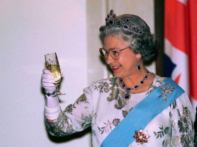 queen elizabeth II toasting with champagne