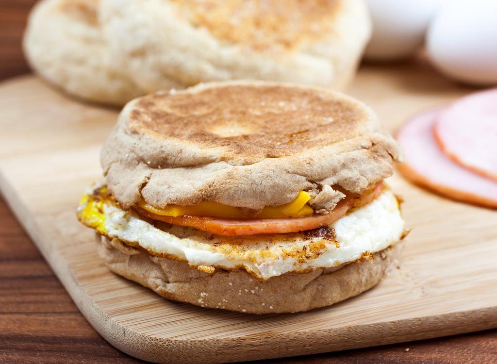 Egg sandwich with ham