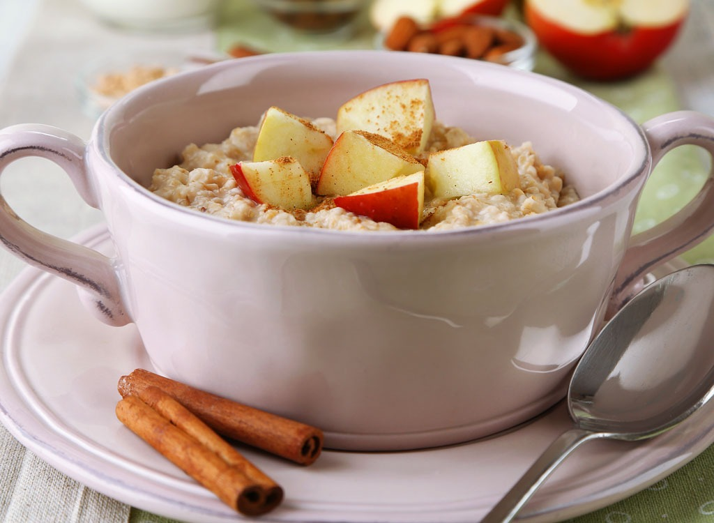 Apples - healthy breakfast for weight loss