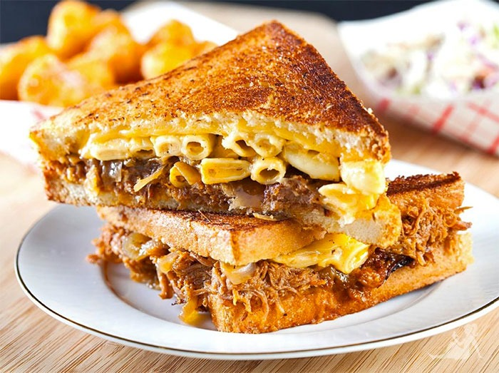 The Cheesy Mac n Rib At The Grilled Cheese Truck