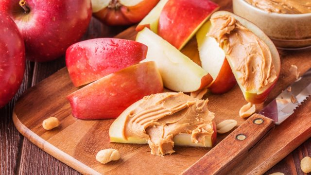 Apples peanut butter