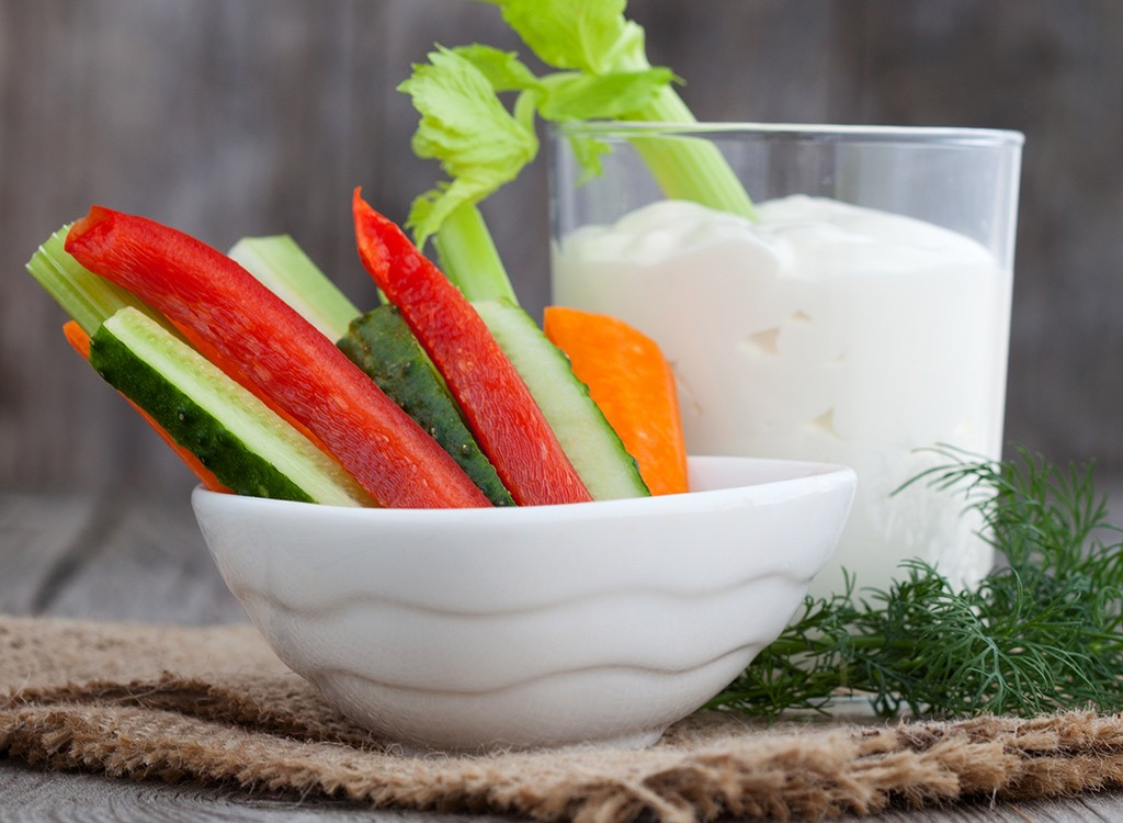 veggies and yogurt dip