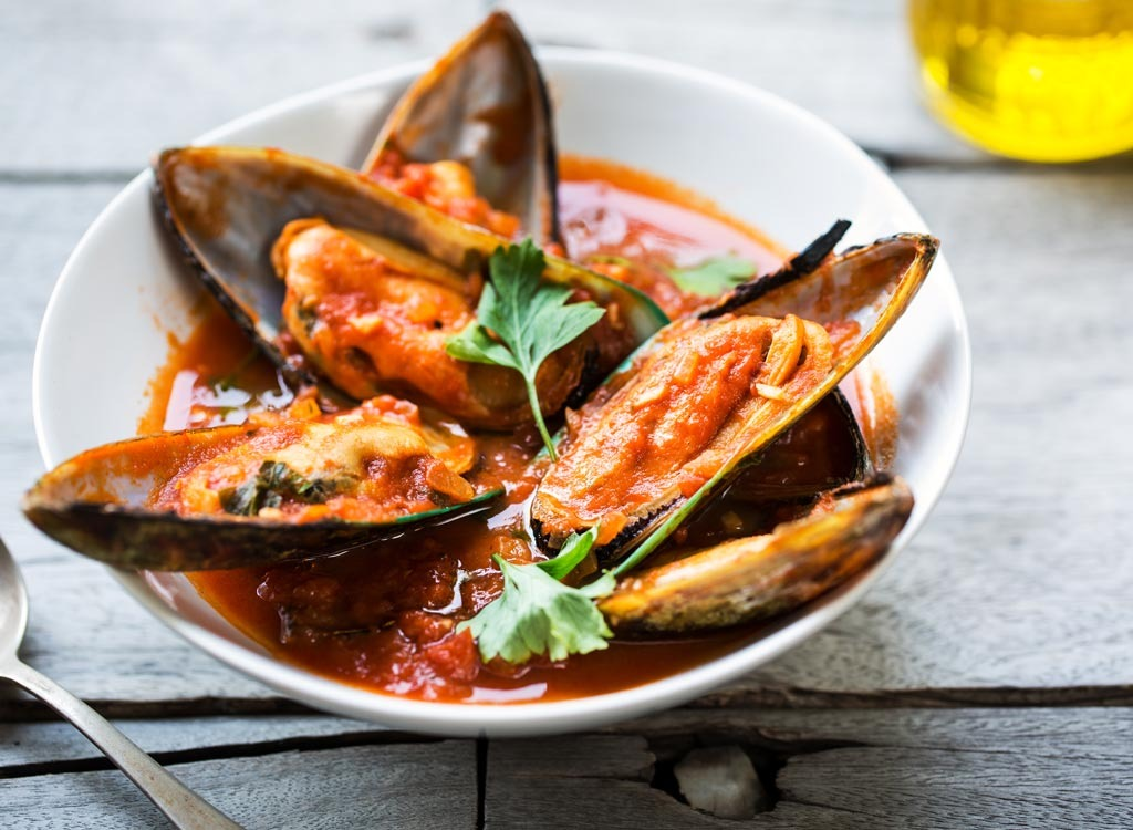 Mussels sauce bowl