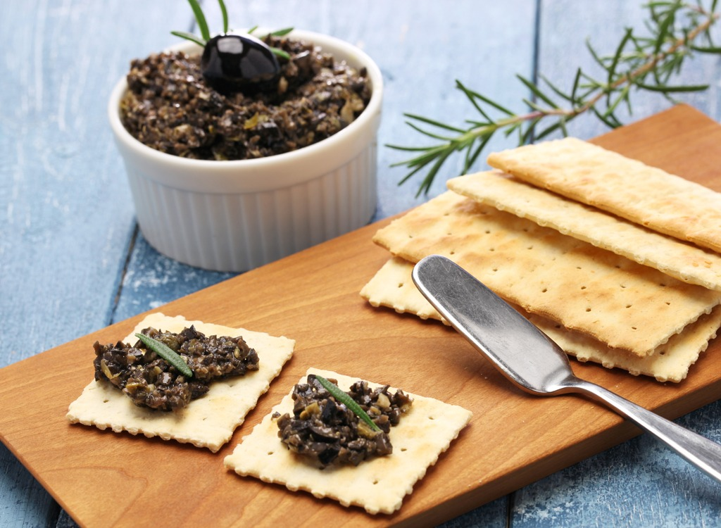 olive tapenade crackers