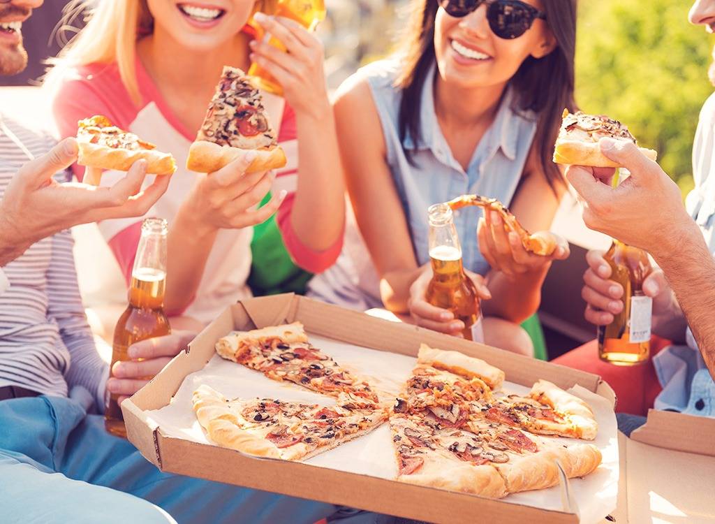 group eating pizza - best cheat meal on cheat day