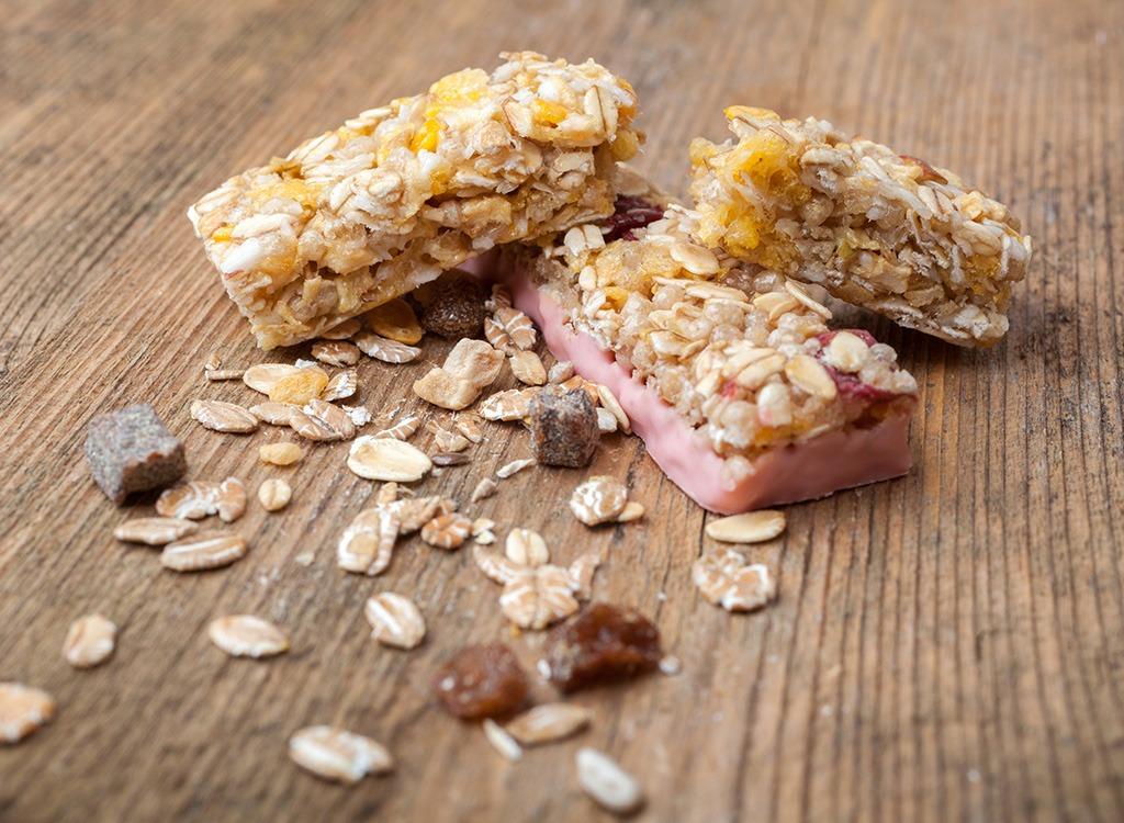 Cut sugar granola bar