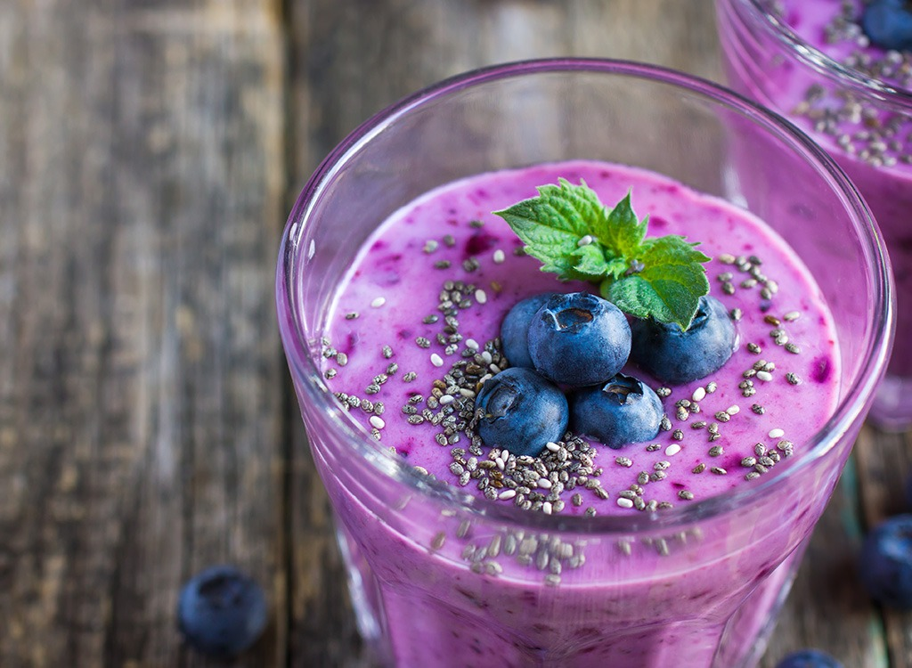 berry smoothie with chia seeds