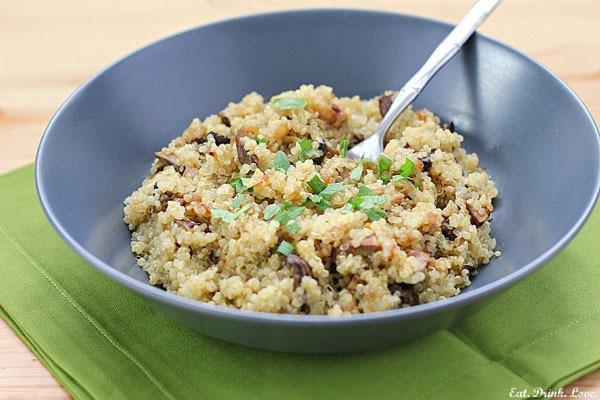 quinoa pilaf in blue bowl