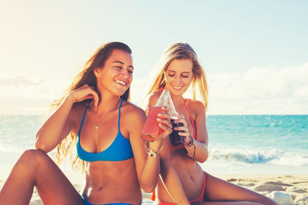 Women in bikini's sharing soa