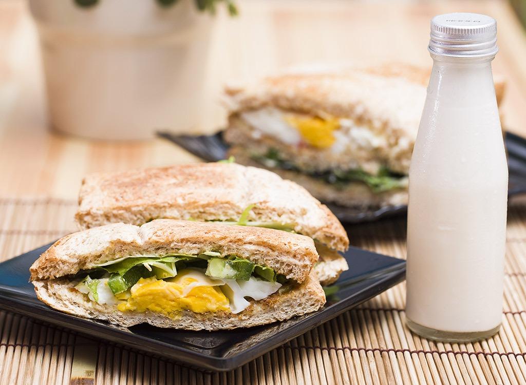 egg sandwich in a pita