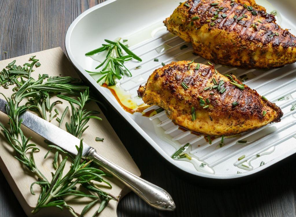 healthy cooks chicken